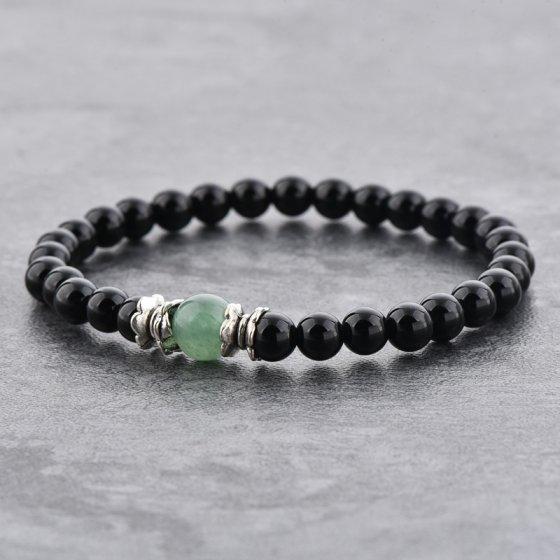 Pulseira em pedras ônix e um quartzo verde